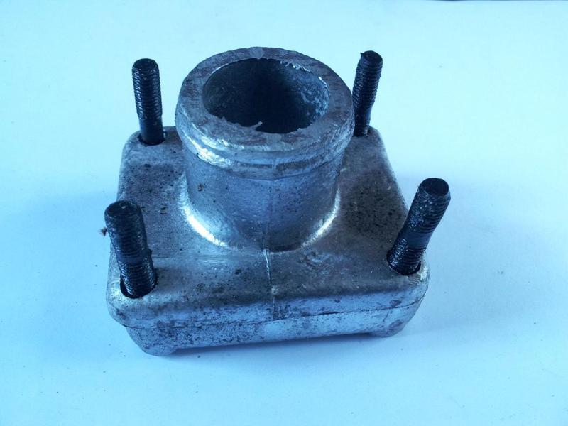 Фланец радиатора Т-150 (в сборе). 85У.13.340/342