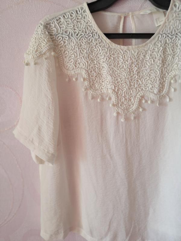 Молочный топ-футболка, h&m conscious, блуза в офис, топ с деко...