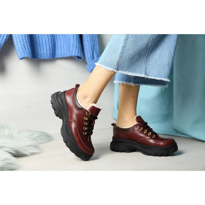 Зимние женские короткие бордовые ботинки. - Фото 3