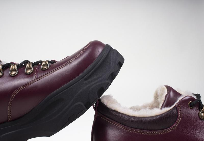 Зимние женские короткие бордовые ботинки. - Фото 4