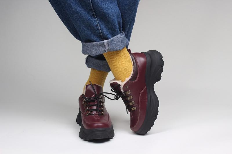Зимние женские короткие бордовые ботинки. - Фото 5