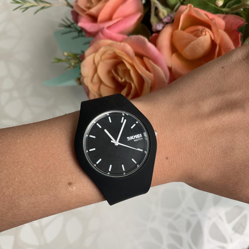 Силиконовые женские наручные чёрные часы skmei софт тач