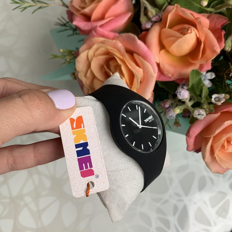 Силиконовые женские наручные чёрные часы skmei софт тач - Фото 2