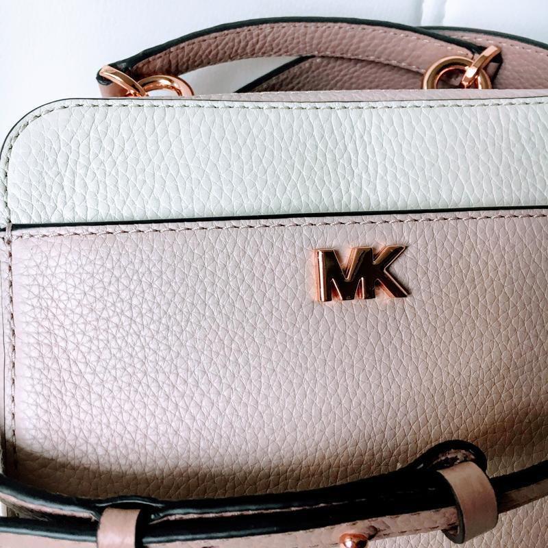 Кожаная сумка michael kors mott mini с широким плечевым ремнем... - Фото 2