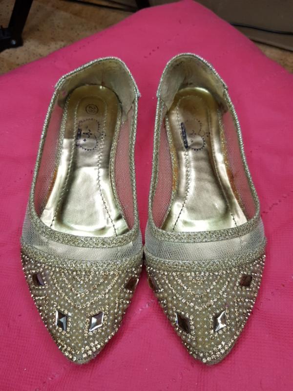 Туфли  золотые  камни
