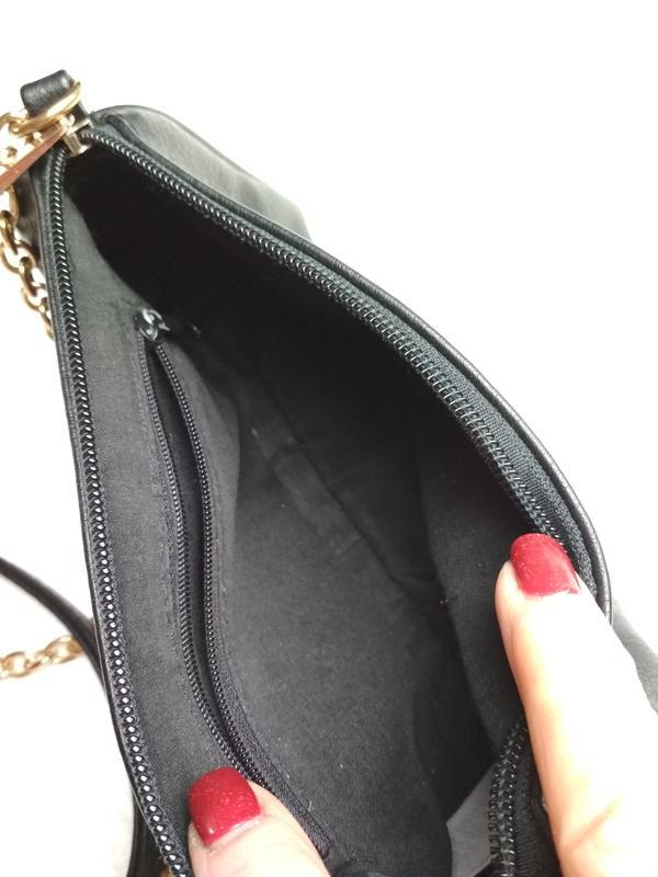 Маленькая вместительная сумочка с длинным ремешком - Фото 5