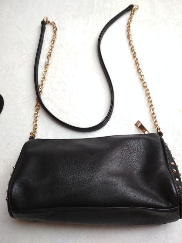 Маленькая вместительная сумочка с длинным ремешком - Фото 6