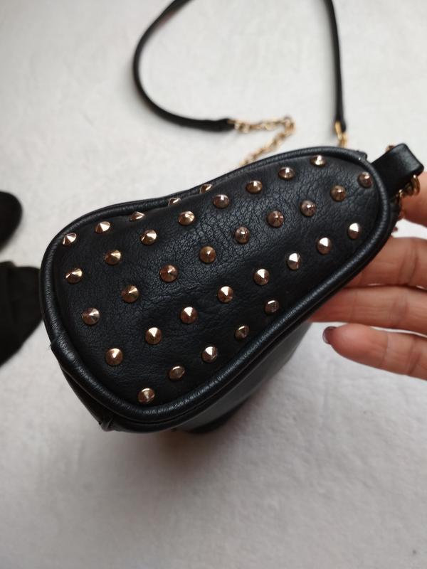 Маленькая вместительная сумочка с длинным ремешком - Фото 7