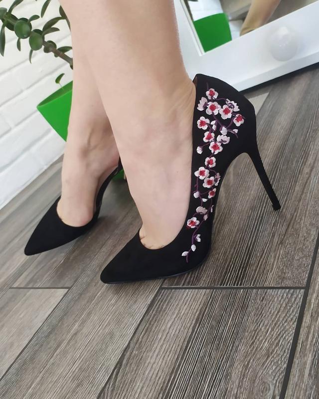 Шикарные туфли лодочки с вышивкой - Фото 3