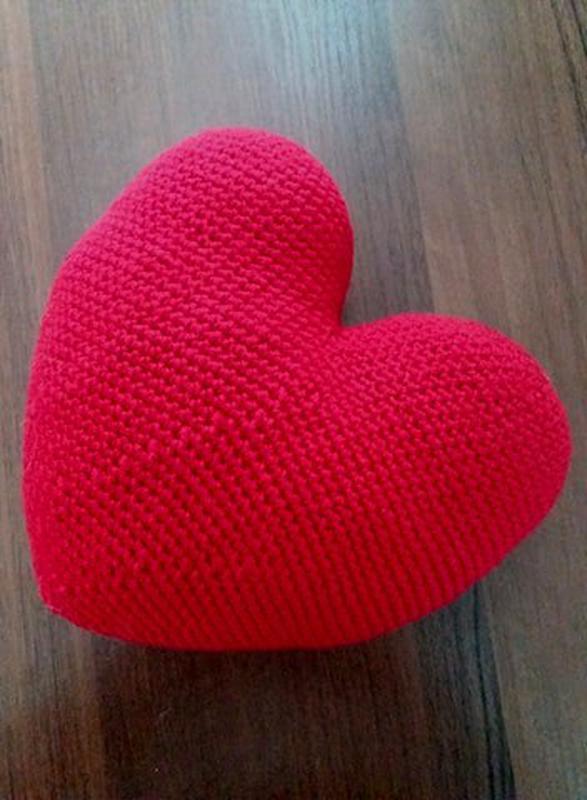 Подушка-сердце декоративная вязаная