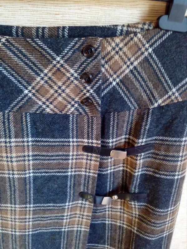 Трендовая шерстяная юбка карандаш в клетку, на запах, с кисточ... - Фото 7