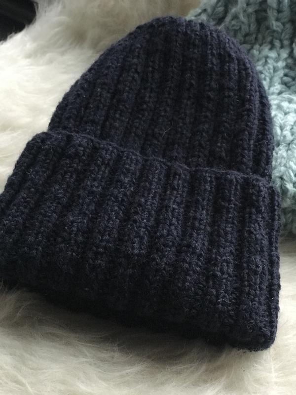 Объёмная шерстяная шапка