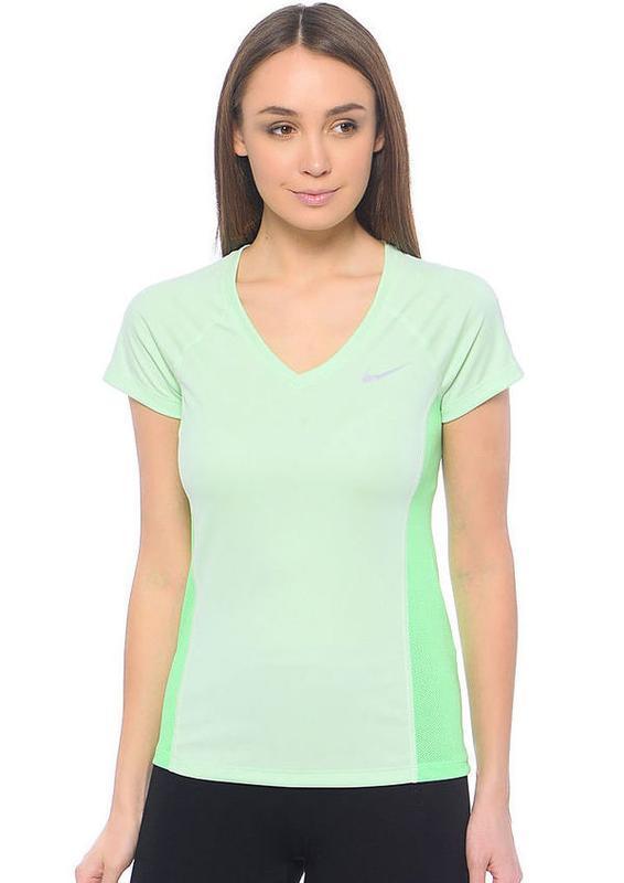 Фирменная нежная спортивная футболка nike dri-fit оригинал.