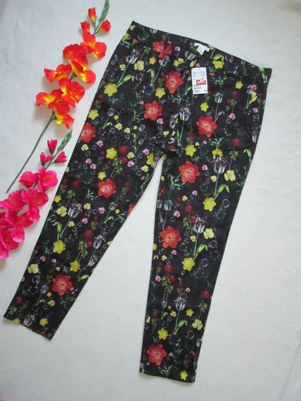 Шикарные стильные  стрейчевые брюки в цветочный принт большого...