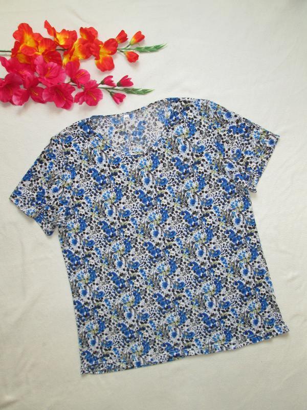 Классная мягкая стрейчевая футболка в цветочный принт большого...