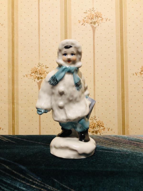 Фарфоровая статуэтка «Мальчик с санками» СССР - Фото 2
