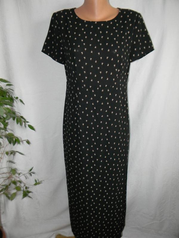 Платье на запах принтом