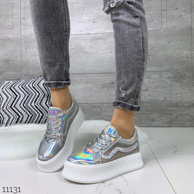 Стильные голографические кроссовки - Фото 5