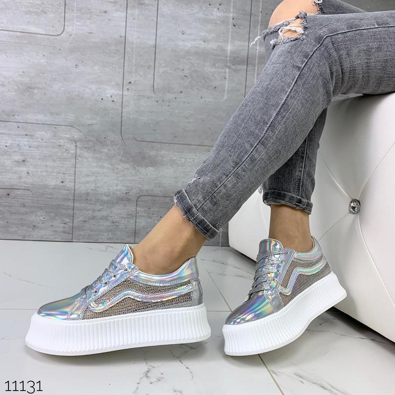 Стильные голографические кроссовки - Фото 7