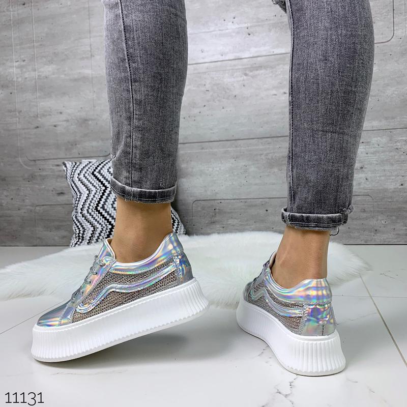Стильные голографические кроссовки - Фото 8