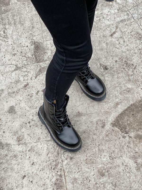 Шикарные ботинки dr. martens jadone black с мехом - Фото 6