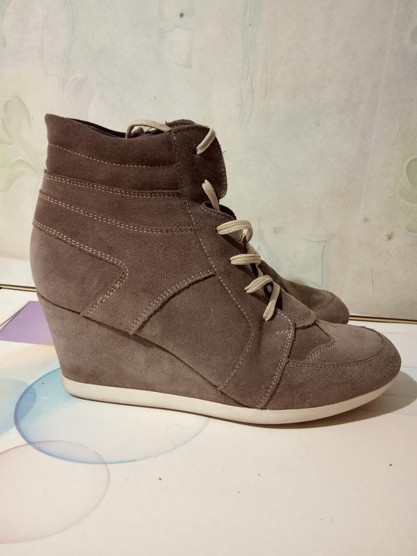 Удобные, легкие, замшевые сникерсы ботинки. цвет беж. раз.41