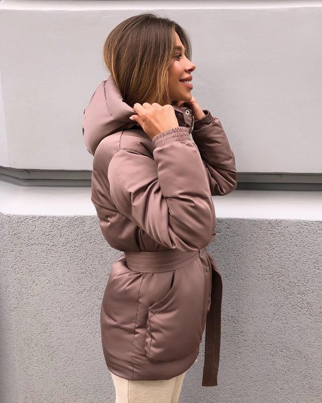 Трендовый короткий пуховик куртка объемный с капюшоном поясом ... - Фото 2