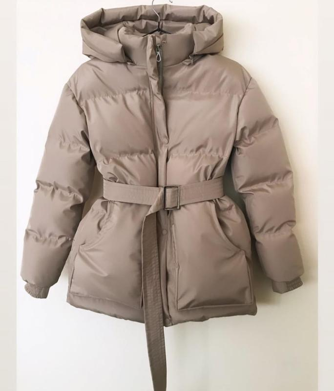 Трендовый короткий пуховик куртка объемный с капюшоном поясом ... - Фото 3