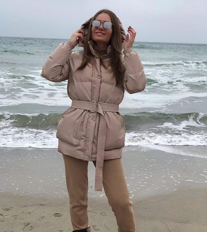 Трендовый короткий пуховик куртка объемный с капюшоном поясом ... - Фото 4
