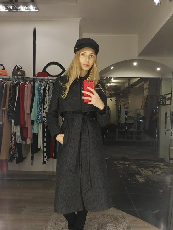 Стильное базовое классическое пальто с воротником длинное серо...