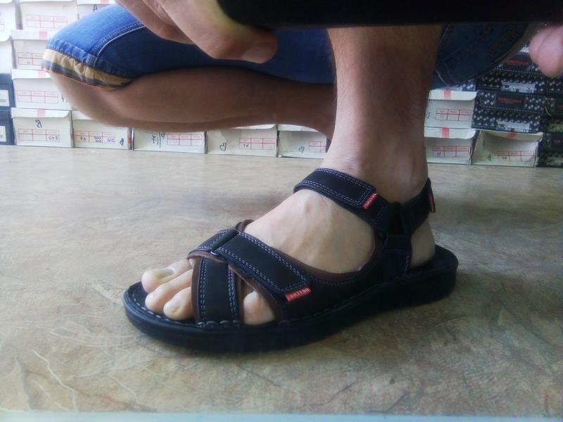 Чёрные кожаные сандалии на липучках detta распродажа!41,42,43,...