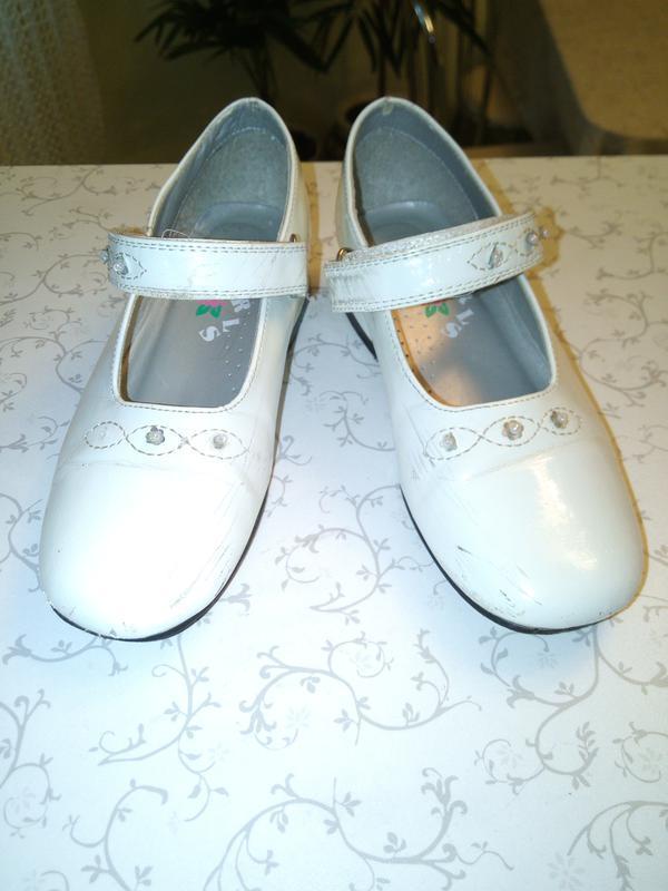 Белые лаковые туфельки girls