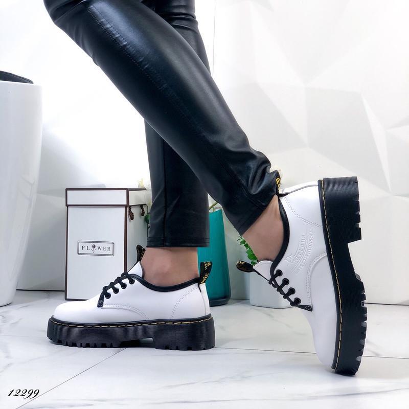 Туфли женские белые на высокой подошве