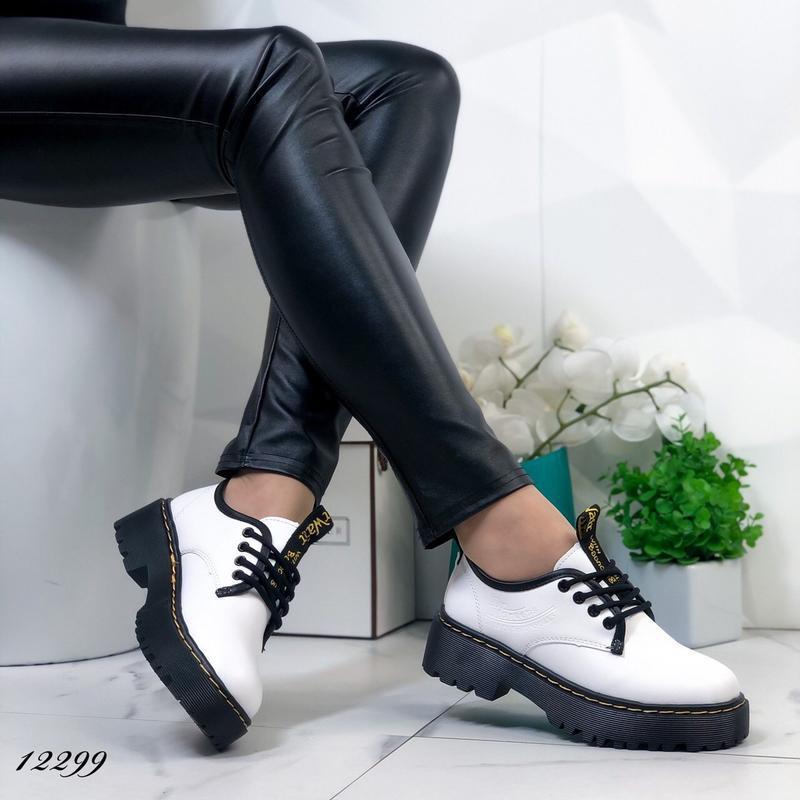 Туфли женские белые на высокой подошве - Фото 2