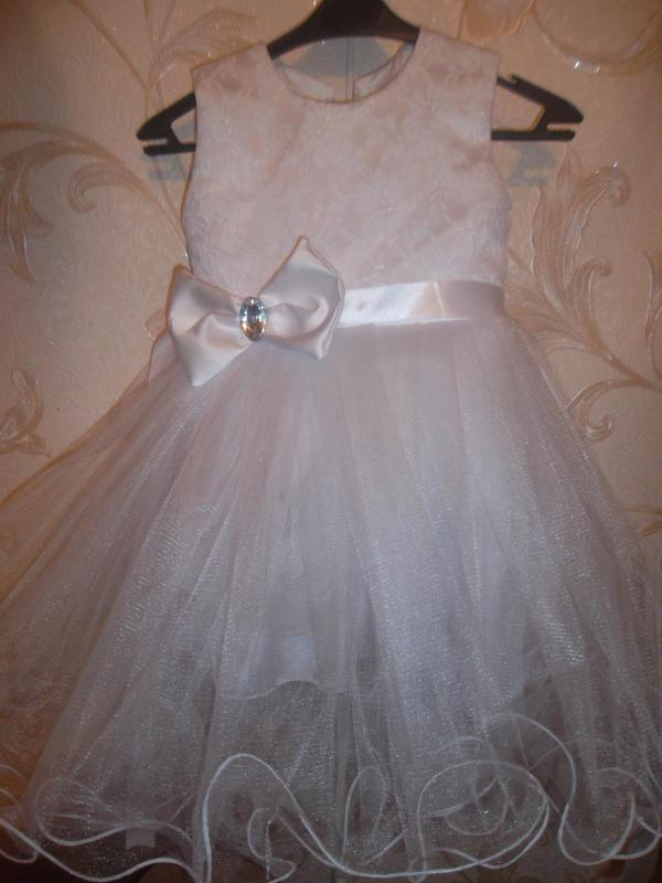 Нарядное платье на девочку 2г