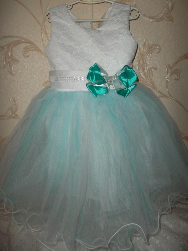 Нарядное платье на девочку 3-4г