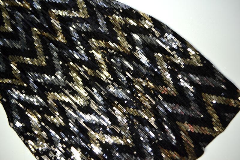Роскошное платье из пайеток в принт елочка - Фото 5