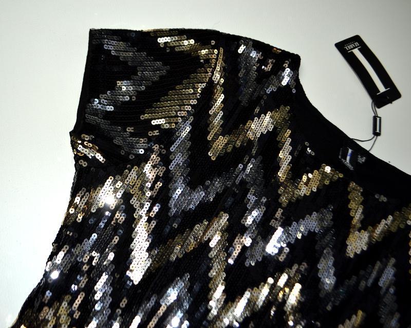 Роскошное платье из пайеток в принт елочка - Фото 9