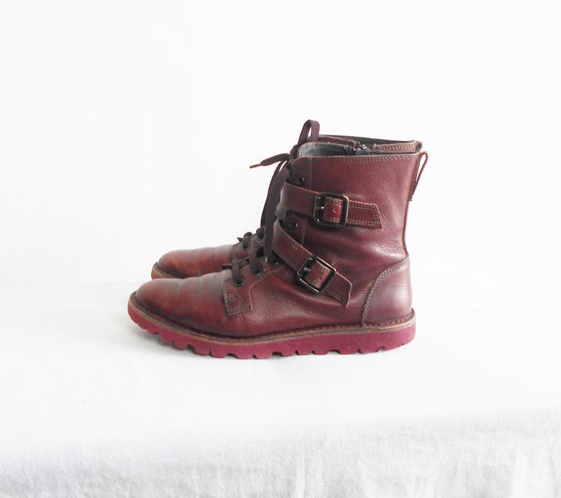 Осенние  кожаные ботинки bata