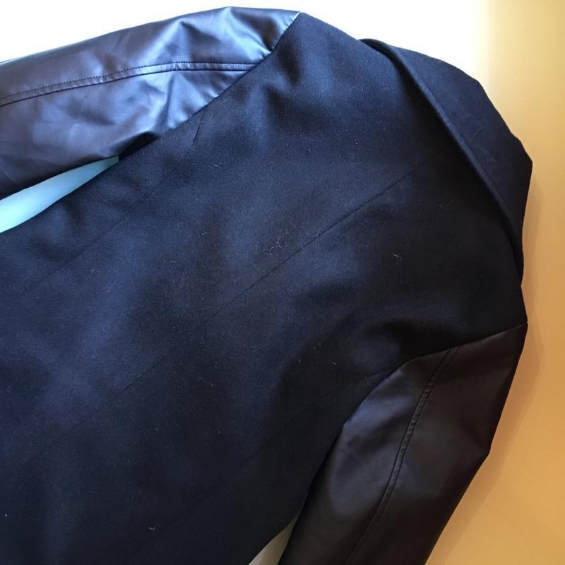 Шикарное пальто с кожаными рукавами - Фото 3