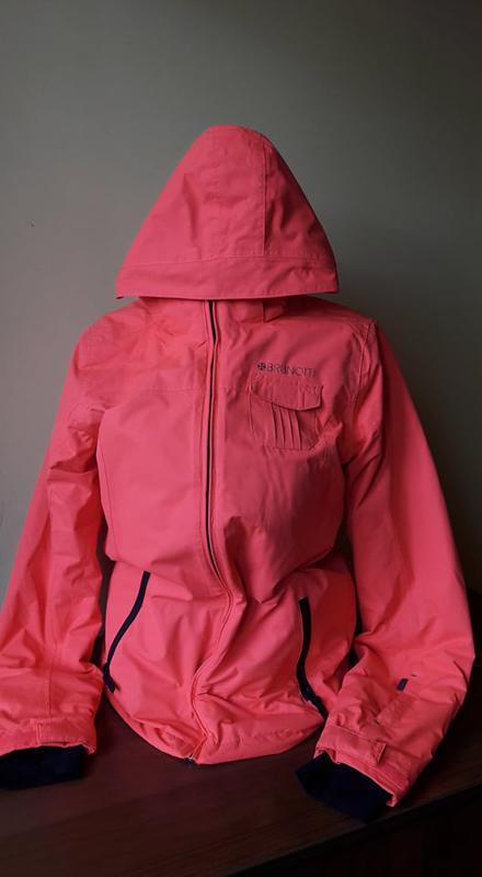 Яркая куртка brunotti
