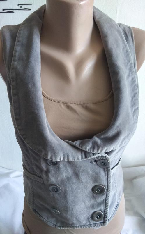 Стильная жилетка stradivarius