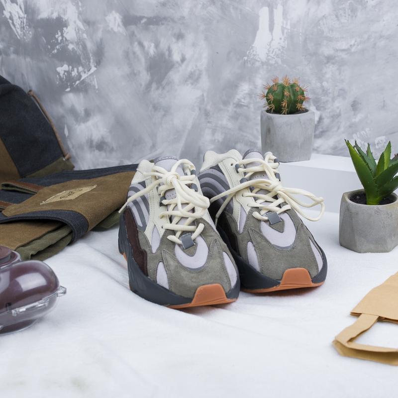 Кроссовки adidas x kanye west yeezy 700 - Фото 2