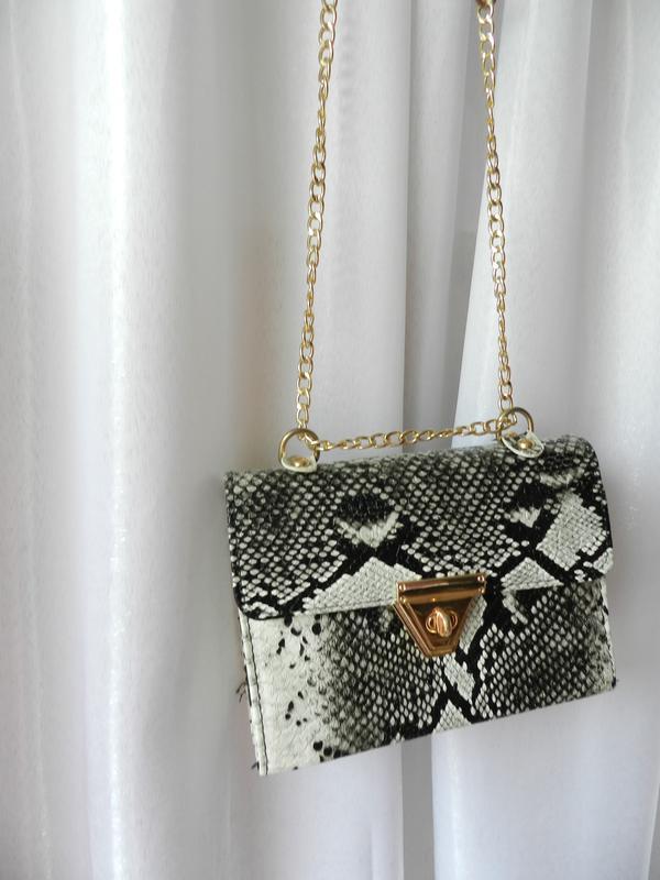 Фактурная сумочка из рельефной эко кожи  змеиный принт