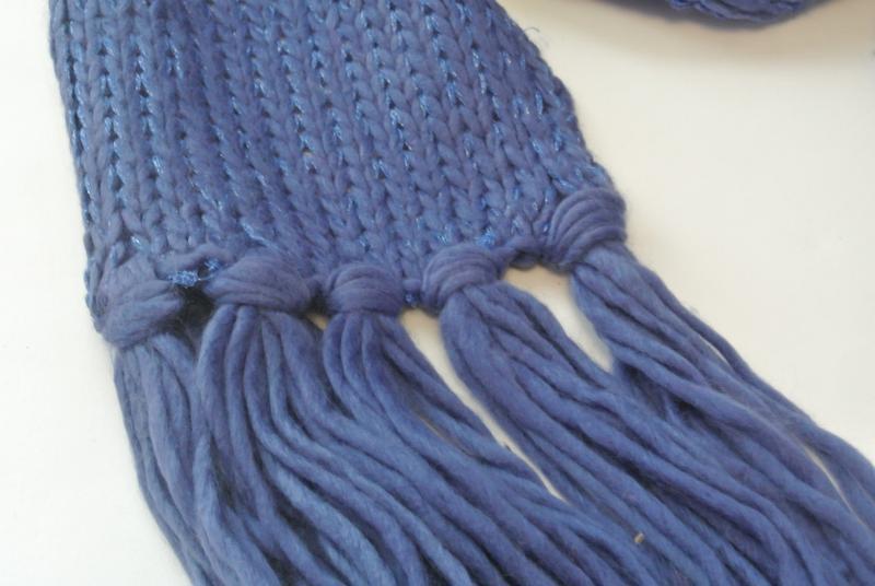 17-163 вязаный шарф с блестящей нитью и бахромой - Фото 4