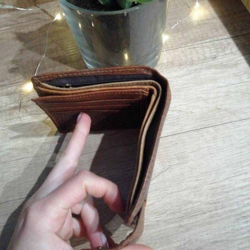 Коричневый фактурный кожаный мужской кошелек - Фото 3