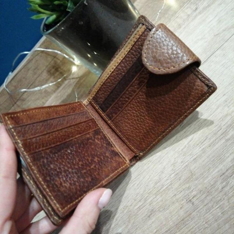 Коричневый фактурный кожаный мужской кошелек - Фото 4