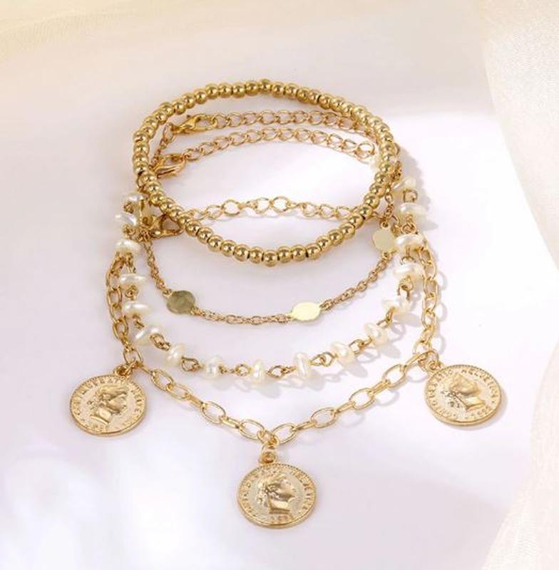 Набор браслетов 4 штуки золотистого цвета - Фото 4