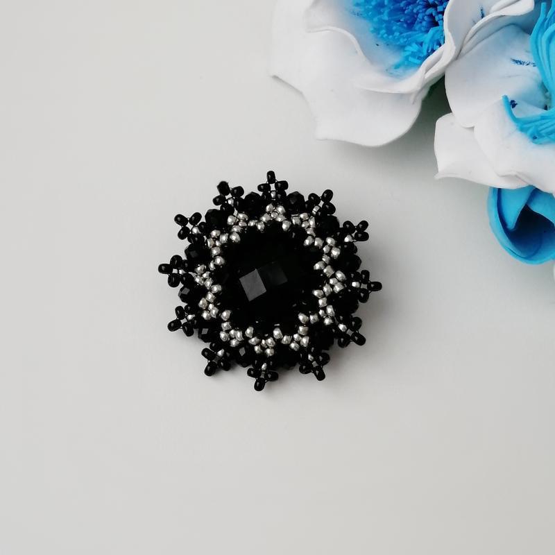 Элегантная черная брошь «elegance». ручная работа