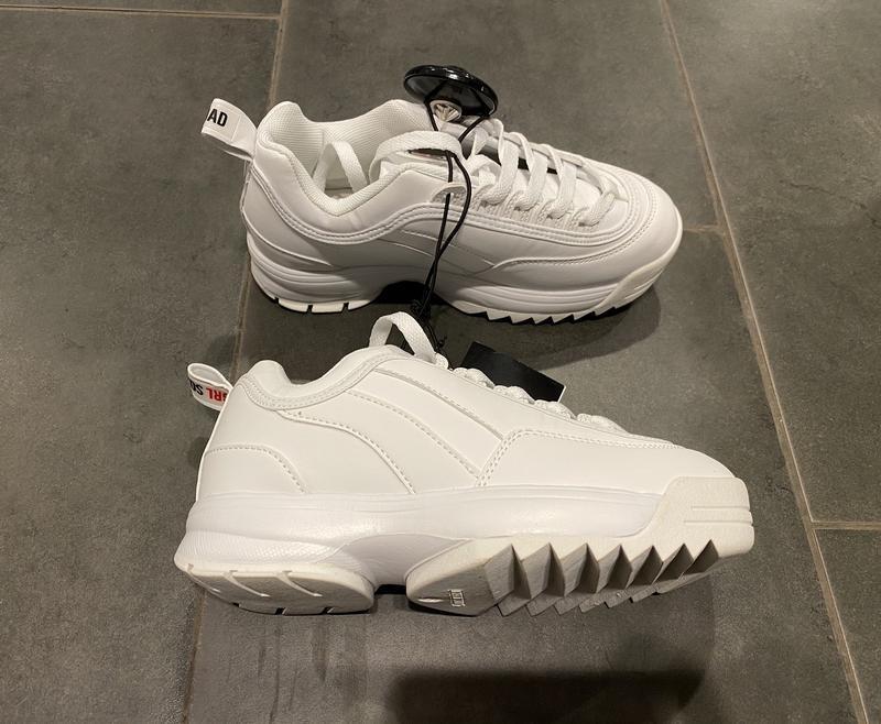 Белые кроссовки на грубой подошве кроссы amisu есть размеры